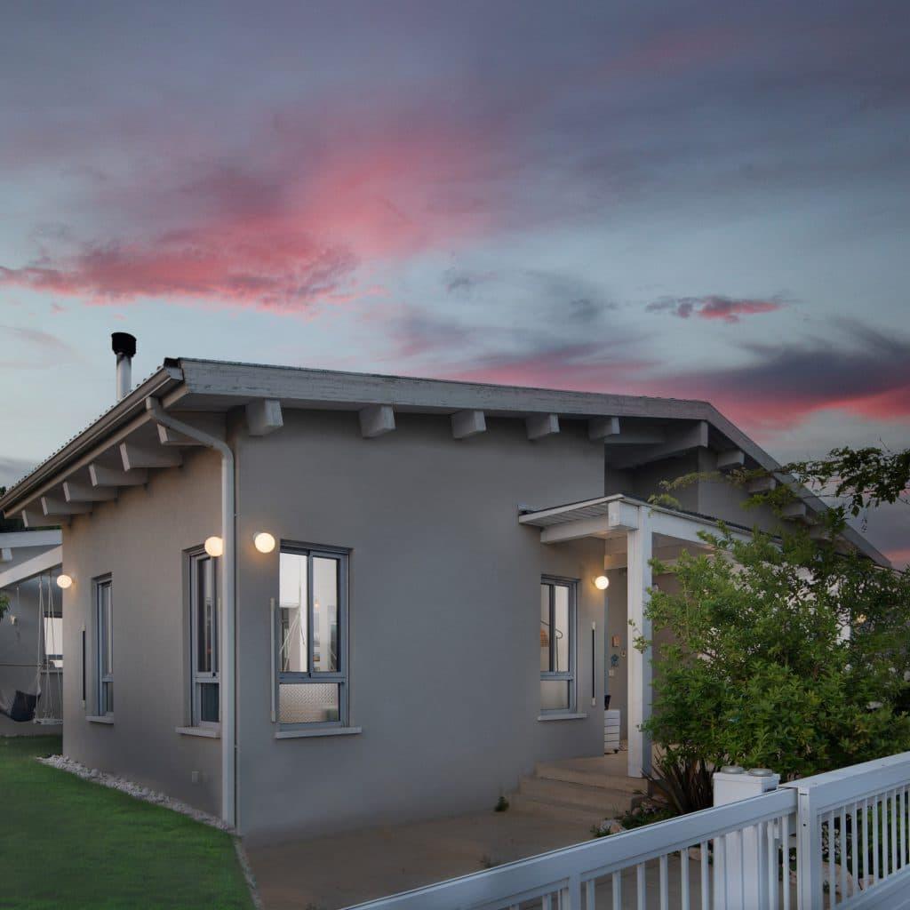 הבית עם הפטיו - תמונת אווירה בחוץ
